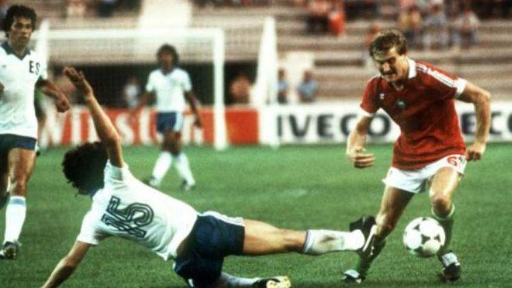 """No entanto, essa não foi a maior goleada dos Mundiais: em 1982, a Hungria estreou com um sonoro 10 a 1 em cima de El Salvador. Até o intervalo, a partida estava """"apenas"""" 3 a 0."""