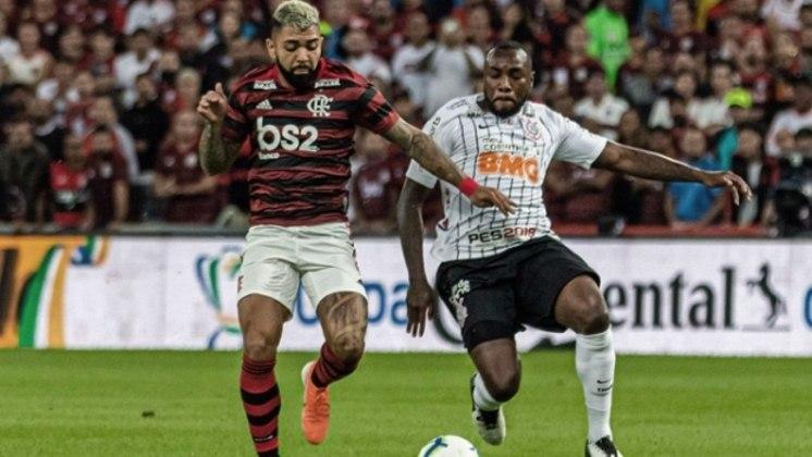 No entanto, para chegar até a contratação de Tiago Nunes, o caminho foi longo. Uma das coisas que chamava atenção, aliás, foi o que acontecia dentro de campo: o time de Carille não atuava conforme era esperado e acabou sendo eliminado da Copa do Brasil pelo Flamengo, em junho.