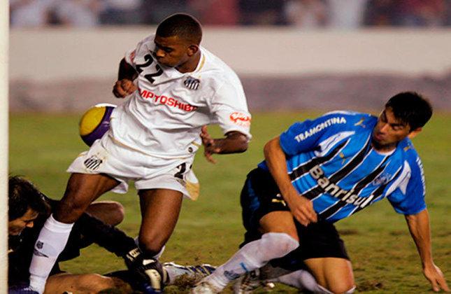 No Estádio Olímpico, mais uma vez a estrela de Diego Souza brilhou, e o atacante abriu o placar. Precisando de quatro gols, o Santos não desistiu e chegou ao 3 a 1, mas não conseguiu avançar. Na final, o Boca Juniors superou o Imortal.