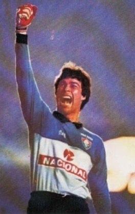 No Fluminense, o goleiro Paulo Victor fez história com essa camisa azul e detalhes em branco na década de 90