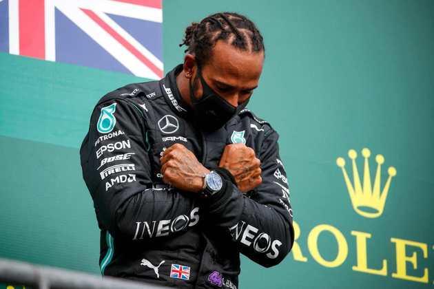 No GP da Bélgica, fez uma homenagem ao falecido ator Chadwick Boseman.