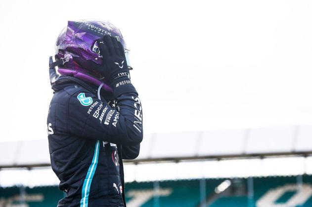 No GP da Inglaterra, venceu apesar de um estouro de pneu na última volta.
