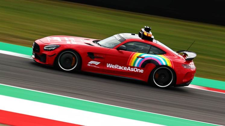 No GP da Toscana de 2020, para celebrar os 1000 GPs da Ferrari, o safety-car também ficou vermelho
