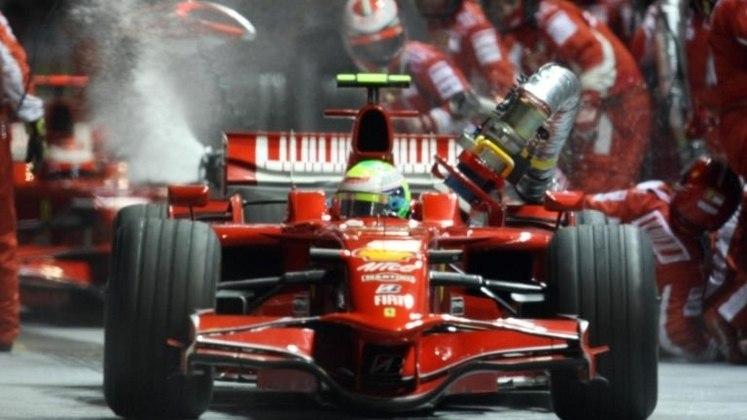 No GP de Singapura de 2008, Massa protagonizou uma das cenas mais memoráveis da F1: a mangueira pendurada ao sair do pit-stop