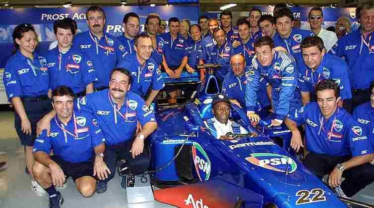 No GP do Brasil daquele ano, Pelé chegou a sentar no carro do francês Jean Alesi, o outro piloto da equipe