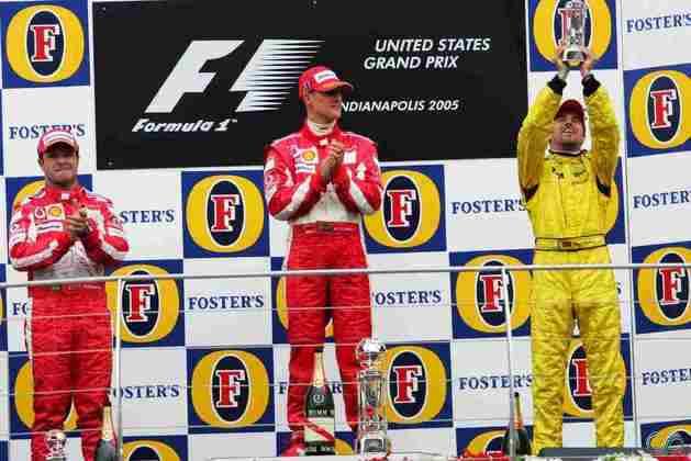 No GP dos Estados Unidos de 2005, fãs tentaram atirar objetos após a frustrante prova de seis carros. Tiago Monteiro estava nem aí e comemorava o único top-3 na F1.
