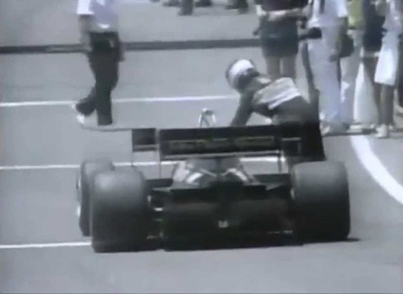 No GP dos Estados Unidos de 84, Nigel Mansell estava em quinto quando seu carro parou. Sem pensar duas vezes, começou a empurrá-lo