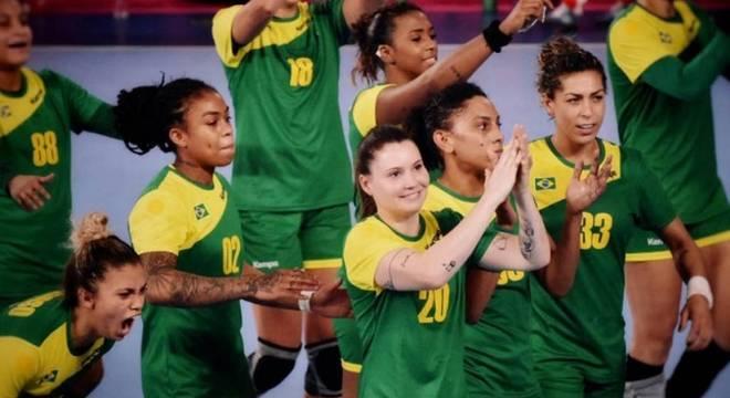 A seleção feminina de handebol tenta contra os EUA uma vaga na final