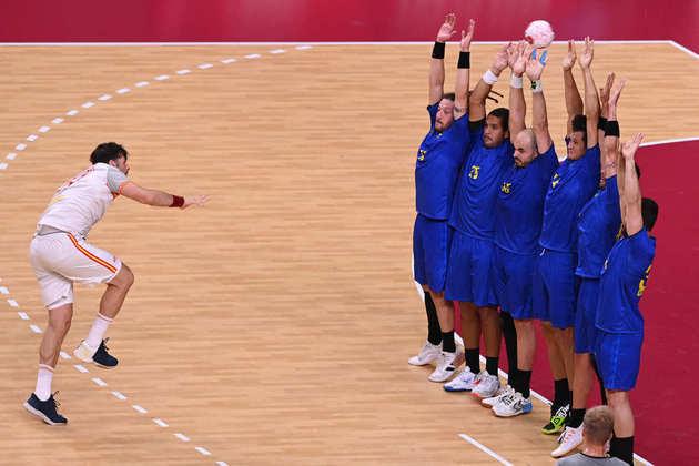No handebol masculino, o Brasil foi superado pela Espanha por 32 a 25 e segue sem vencer. Foi a terceira derrota da equipe brasileira em Tóquio, que precisa vencer Argentina e Alemanha para garantir uma vaga na próxima fase.