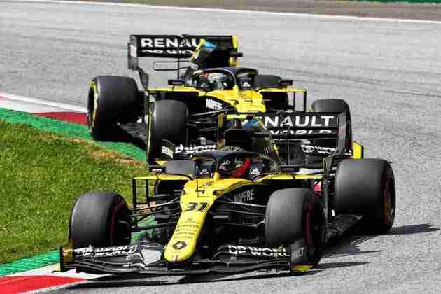 No início da corrida, Esteban Ocon teve boa disputa com o companheiro Daniel Ricciardo