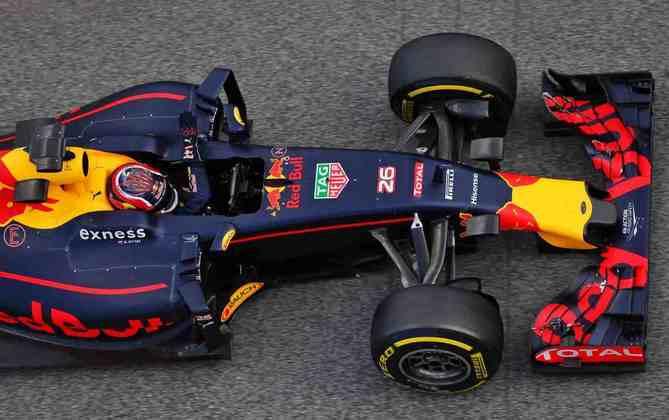 No início de 2016, Daniil Kvyat foi rebaixado da Red Bull para a Toro Rosso. Em seu lugar, entrou Max Verstappen.