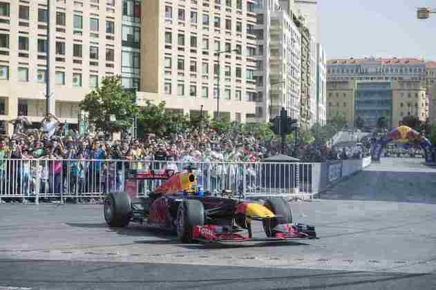 No início dos anos 2000, houve a intenção de construir um circuito de corrida em Beirute, com o objetivo de atrair um Grande Prêmio de Fórmula 1 para a região. No entanto, os planos nunca foram concretizados. A área atingida pela explosão, inclusive, foi onde ocorreu um demonstração da Red Bull Racing, em 2016, por Carlos Sainz, atualmente na McLaren.