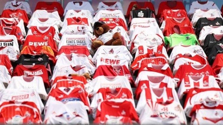 No jogo contra o Colônia, o Mainz colocou camisas para fazer alusão e homenagem aos seus torcedores.