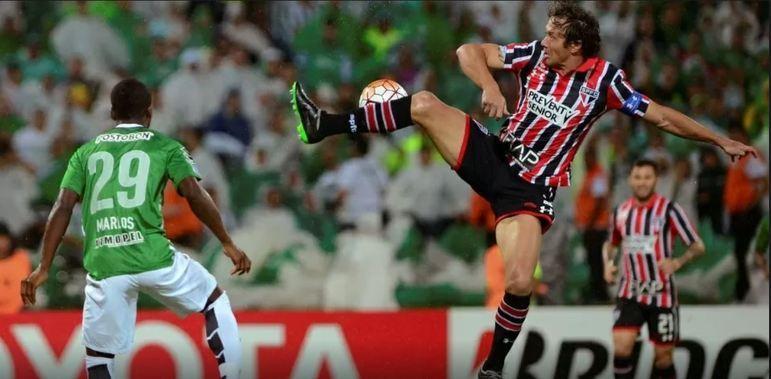 No jogo da ida, no Morumbi, o zagueiro Maicon, um dos pilares da equipe, foi expulso após agredir o colombiano Miguel Borja com o jogo parado. O atacante ainda foi responsável por fazer os dois gols naquela partida, que acabou em 2 a 0. Ele voltou a marcar dois gols no jogo da volta, na Colômbia, que terminou em 2 a 1 de virada para os donos da casa. O gol são-paulino foi marcado por Calleri. O jogo ficou marcado por polêmicas envolvendo um possível pênalti para o São Paulo e as tumultuosas expulsões de Diego Lugano e Wesley após uma confusão.