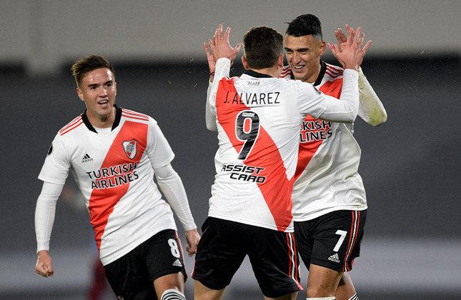 No jogo de ida, as duas equipes argentinas empataram em 1 a 1, no Monumental de Núñez. Como joga em casa e fez um gol fora, um empate em 0 a 0 classifica o Argentinos Juniors. Um empate novo 1 a 1 leva a decisão para as penalidades. Quem avançar pega Atlético-MG ou Boca Juniors.