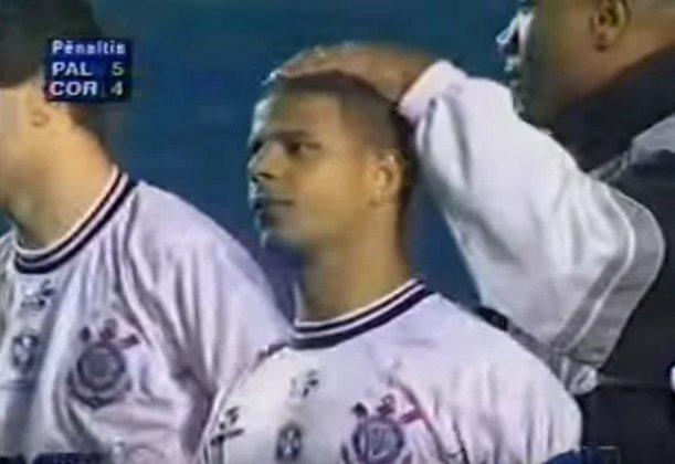 No jogo de volta da semi de 2000, o Palmeiras abriu o placar, levou a virada, mas venceu por 3 a 2, com gol de Galeano. Nos pênaltis, somente uma chance desperdiçada: Marcelinho Carioca parou nas mãos do goleiro Marcos.