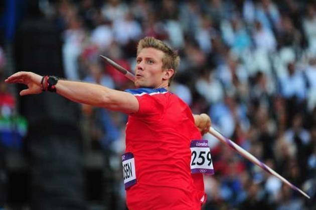 No lançamento de dardo, o recorde olímpico vigente é do norueguês Andreas Thorkildsen. Nos Jogos de Pequim, na China, em 2008, o europeu cravou a marca inédita de 90.57 metros.