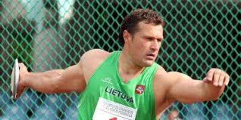 No lançamento de disco, o lituano Virgilijus Alekna detém o recorde olímpico. Nos Jogos de Atenas, em 2004, ele alcançou o índice histórico de 69,89 metros em um dos arremessos.