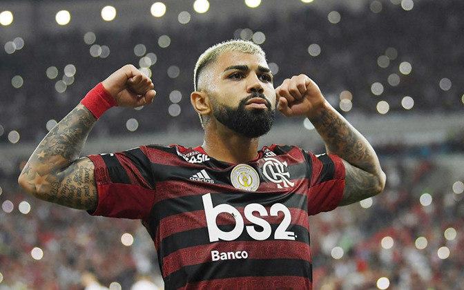 No Maracanã, uma confusão se formou no meio-campo logo após o clássico entre Vasco e Flamengo, em 2019. E, durante o bate boca, o atacante do Flamengo Gabigol levando uma joelhada de André Souza, gerente de futebol do Vasco.