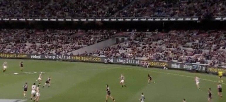 No mês de março de 2021, mais de 51 mil pessoas acompanharam a partida entre Carlton Blues e Collingwood Magpies, duas equipes tradicionais do futebol australiano. O jogo aconteceu no estádio Melbourne Cricket Ground, na cidade de Melbourne, Austrália.
