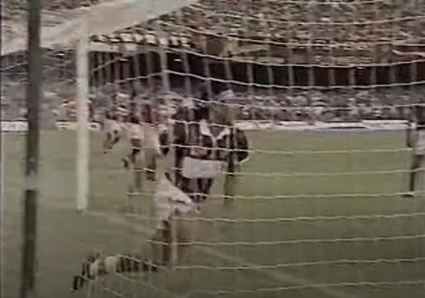 No mês seguinte, o Flu ignorou os astros do Fla. Renato Gaúcho abriu o placar para o Tricolor. Jorge Luiz empatou mas, em seguida, marcou um gol contra e pôs o Flu em vantagem. Leandro Silva decretou a vitória por 3 a 1, que tirou a invencibilidade do rival no Carioca.