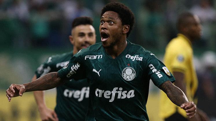 No mesmo jogo contra o Guaraní, Luiz Adriano fez os três gols no triunfo por 3 a 1
