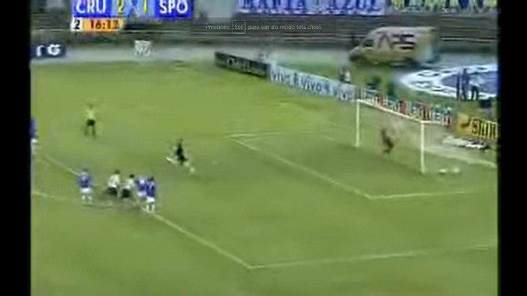 No mesmo jogo, mais um gol. Ainda naquela partida, Rogério fez seu 64º gol na carreira (na contagem daquele momento), aos 15 minutos do segundo tempo, convertendo pênalti sofrido por Aloísio. O gol empatou a partida em 2 a 2.
