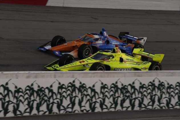 No oval de Iowa, Newgarden tinha tudo para sair com a vitória na corrida 1, mas foi apenas quinto. Dixon ficou em segundo, enquanto Simon Pagenaud venceu