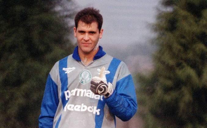 No Palmeiras, Marcos usou essa camisa marcante cinza e azul em seus primeiros anos na equipe