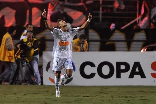 No Paraguai, o Santos praticamente resolveu a classificação nos primeiros 45 minutos, quando foi ao vestiário vencendo o Cerro Porteño por 3 a 1 e fazendo com que os paraguaios precisassem de quatro gols para classificarem-se à final. O Cerro ainda descontou, marcando dois, e empatando em 3 a 3, mas o feito mais importante aconteceu logo aos dois minutos, quando Zé Love, atacante santista que não balançava as redes há 15 partidas abriu o placar e desencantando.