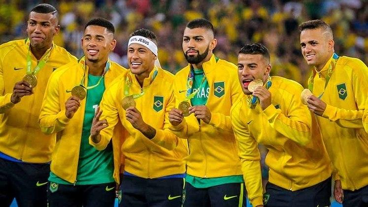 No Rio de Janeiro, a Seleção olímpica pela primeira vez subia ao lugar mais alto do pódio, tendo Neymar, Gabriel Jesus, Gabigol, Renato Augusto Luan .