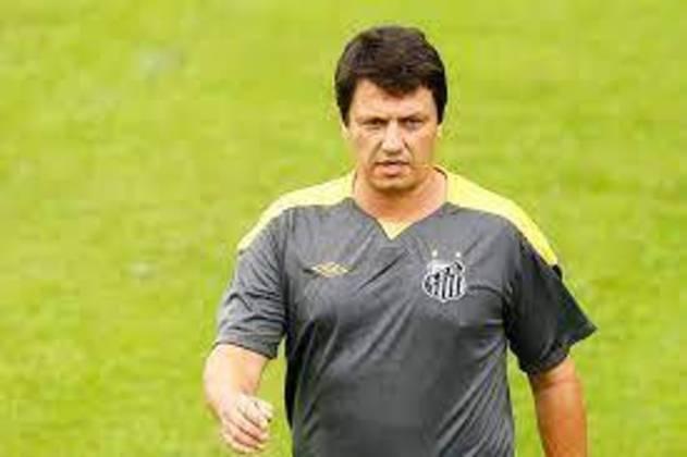 No Santos, Adilson também ficou por pouco tempo, de novembro de 2010 a fevereiro de 2011. Passagem sem brilho.