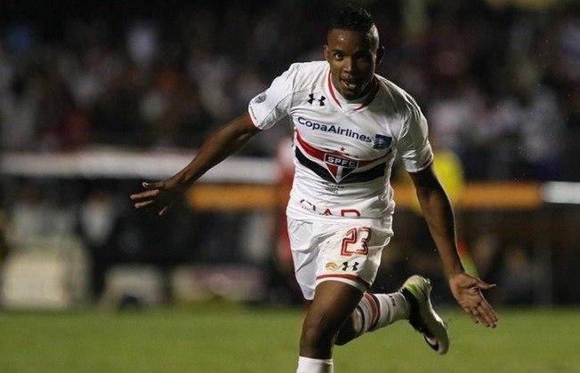 No São Paulo, Thiago jogou 145 jogos, fazendo 11 gols e dando dez assistências
