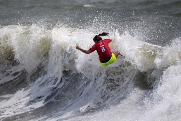 No surfe feminino, Silvana Lima vai representar o Brasil nas quartas de final. A brasileira venceu o duelo contra a portuguesa Teresa Bonvalot e vai encarar a americana Carissa Moore, dona de quatro títulos do Circuito Mundial, na próxima fase.