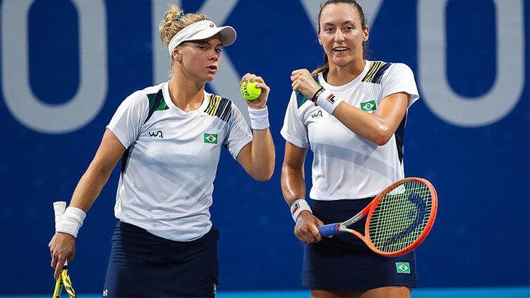 No tênis, Laura Pigossi e Luisa Stefani continuam fazendo história em Tóquio. A dupla brasileira derrotou as americanas Bethanie Mattek-Sands e Jessica Pegula por 2 sets a 1 (parciais de 1/6, 6/3 e 10/6) e se classificaram à semifinal de duplas. As tenistas garantiram pelo menos a disputa pela medalha de bronze.