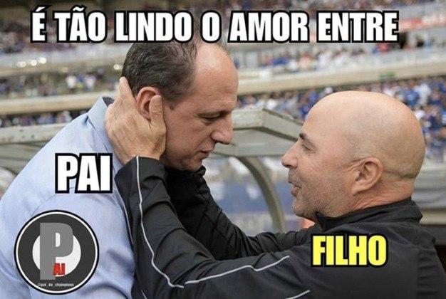 No terceiro encontro de Rogério Ceni e Jorge Sampaoli, terceira vitória do treinador do Fortaleza. Confira os melhores memes da vitória do Leão por 2 a 1 sobre o Galo! (Por Humor Esportivo)
