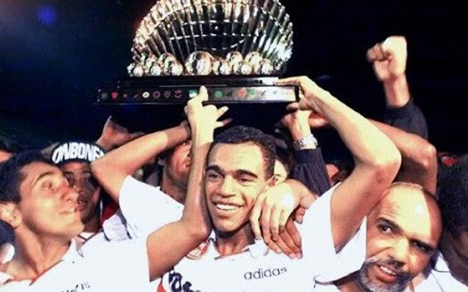 No Tricolor, Denílson venceu o Paulista de 1998 e a Copa CONMEBOL de 1994