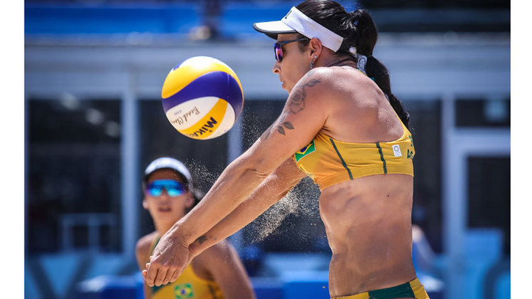 No vôlei de praia feminino, Ágatha e Duda também foram derrotadas. A dupla brasileira foi superada pela dupla chinesa Wang e Xia por 2 sets a 0 (parciais de 21x18 e 21x14). As brasileiras vão definir o futuro na competição na última rodada contra as canadenses Bansley e Brandie.