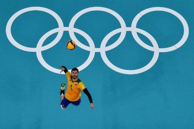 No vôlei masculino, o Brasil venceu a Argentina por 3 sets a 2, de virada, após sair perdendo por 2 a 0.