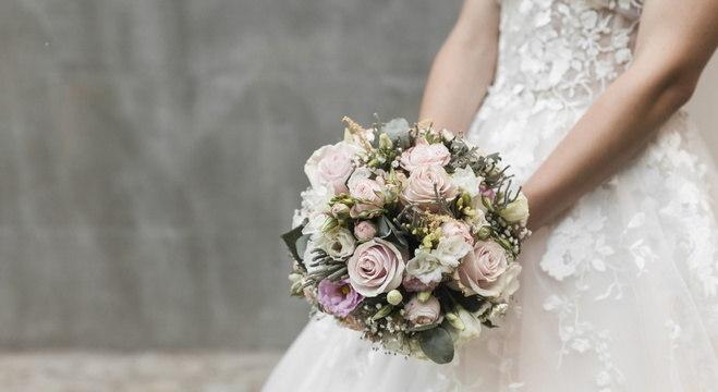 Noiva proíbe irmã operada de ir a casamento e é criticada na web