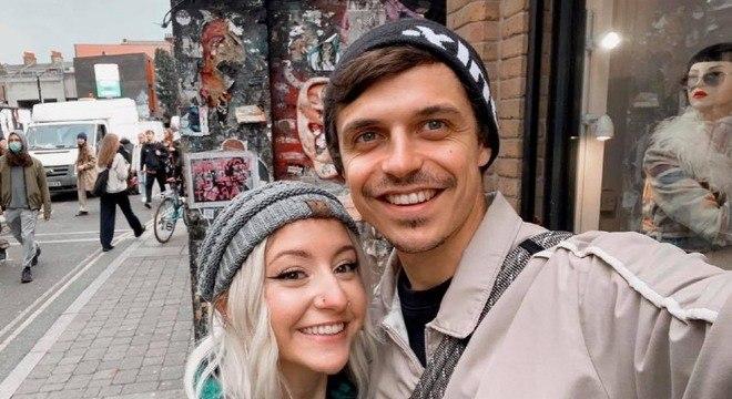 Casal se conheceu virtualmente por conta de um grupo de pets no Facebook