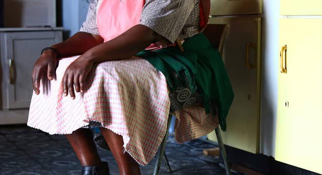 A população reagiu criticando a decisão de acusar Nokubonga de homicídio