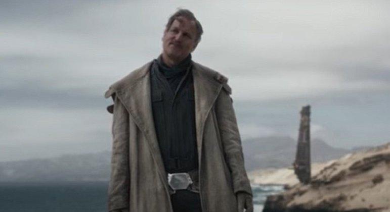 Nome do personagem: Beckett - Filme: Solo: Uma História Star Wars (2018) - Ladrão e contrabandista, foi um mentor para Han Solo. Não confiava em ninguém e não pensaria duas vezes em trair um companheiro se isso o beneficiasse.