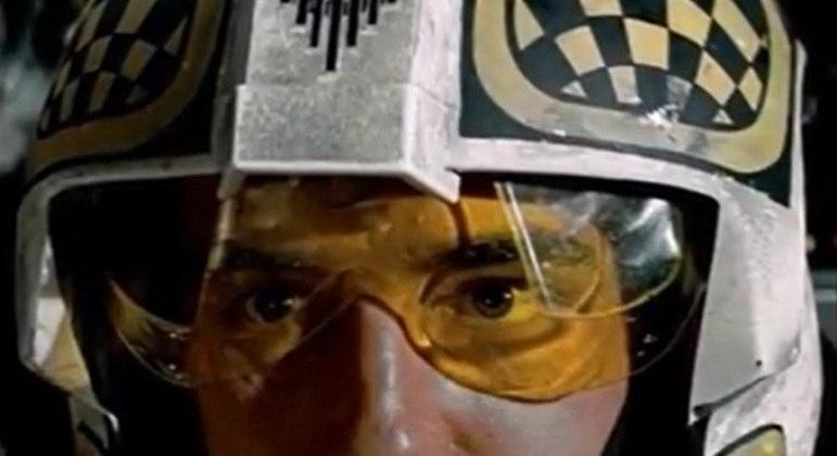 Nome do personagem: Biggs Darklighter - Filme: Uma Nova Esperança (1977) - Melhor amigo de Luke Skywalker durante a infância em Tatooine, conseguiu entrar para a Aliança Rebelde como piloto.