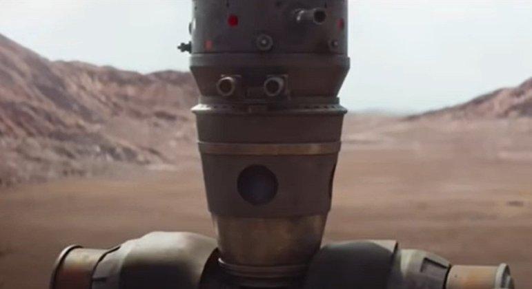Nome do personagem: IG-88 - Filme: O Império Contra-Ataca (1980) - Membro de uma linha de droides assassinos, foi contratado para encontrar a Millenium Falcon por Darth Vader. Outro membro dessa linha de droides apareceu ajudando o Mandaloriano na série.