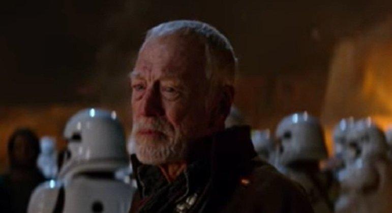 Nome do personagem: Lor San Tekka - Filme: O Despertar da Força (2015) - Explorador humano simpatizante com as ideias dos Jedi, entregou o mapa com a localização de Lukw Skywalker para Poe Dameron.