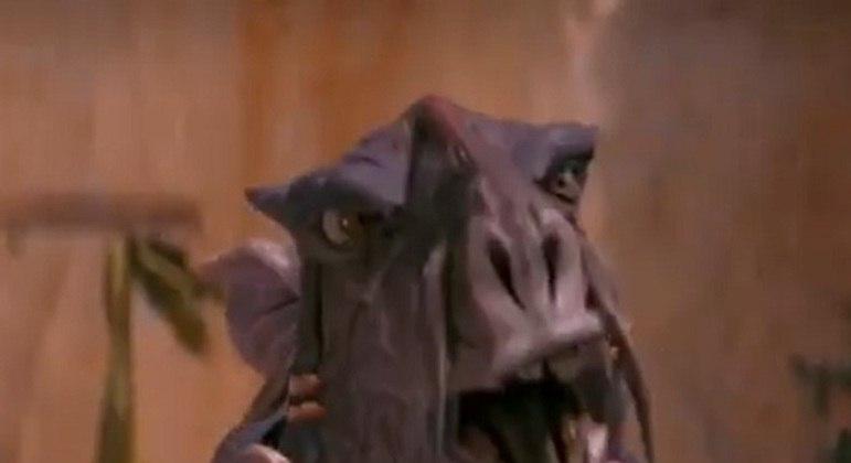 Nome do personagem: Sebulba - Filme: Ameaça Fantasma (1999) - Um dos corredores de Pod mais experientes e vencedores, rival do pequeno Anakin Skywalker.