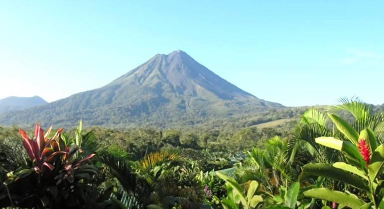 Nome do vulcão: Arenal, na Costa Rica