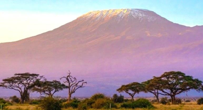Nome do vulcão: Kilimanjaro, na Tanzânia