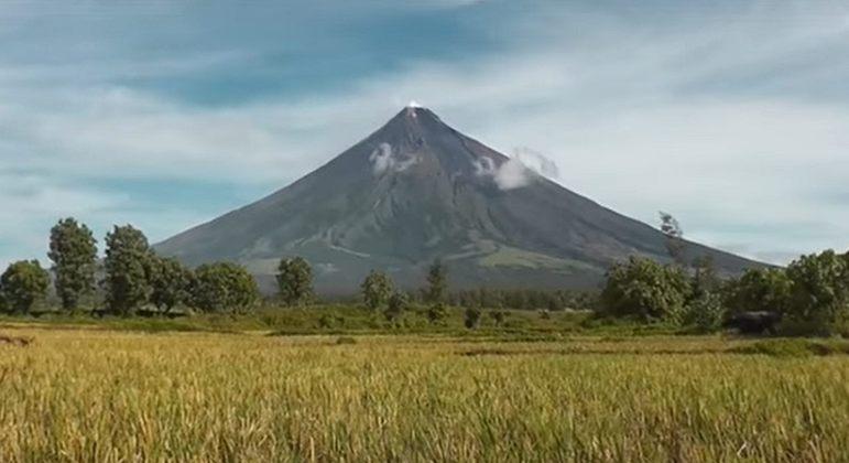 Nome do vulcão: Mayon, nas Filipinas